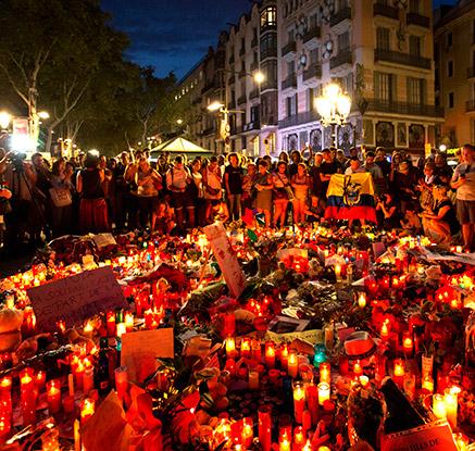 """""""우리는 두렵지 않다""""…스페인 테러 추도식에 수천명 운집"""