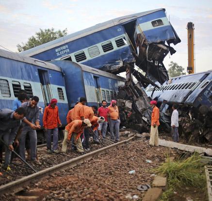 인도 북부 열차 탈선 사고···100여 명 사상자 발생