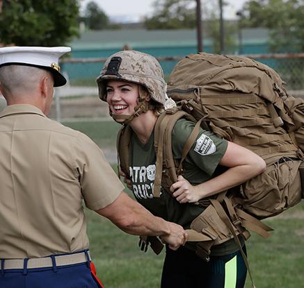 '군복에도 빛나는 비주얼' 케이트 업튼이 해병대에 간 이유는?