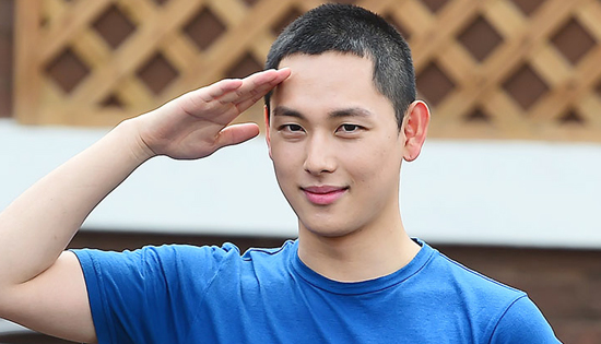 演员任时完担任陆军第25师团助教