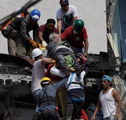 멕시코, 12일 만에 7.1 강진 또 발생…최소 216명 사망