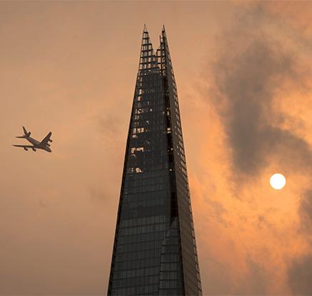 '종말 징후 VS 자연 현상'…영국서 떠오른 붉은 태양