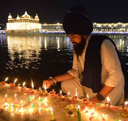 화려한 빛으로 물든 밤…인도 최대 명절 '디왈리'