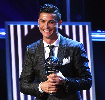 메시 또 제친 호날두, 2년 연속 FIFA 올해의 선수상
