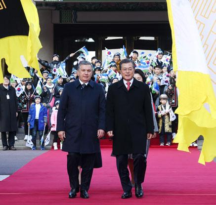 文대통령, '국빈방한' 우즈벡 대통령 공식환영식…최고 예우·격식 환대