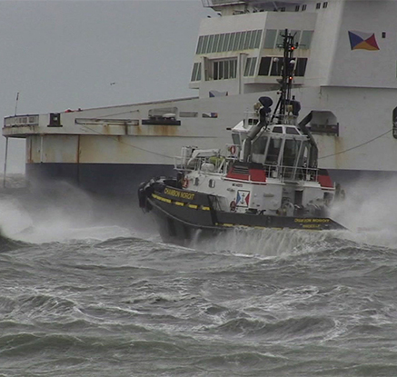 '아찔한 순간'…수백 명 태운 프랑스 여객선 출항 직전 좌초