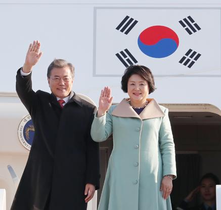 문 대통령, 중국 베이징 도착…3박4일 국빈방문 일정 돌입