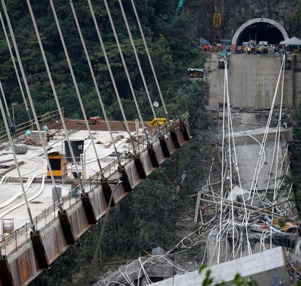 콜롬비아서 건설중이던 고속도로 다리 붕괴…10여명 사망