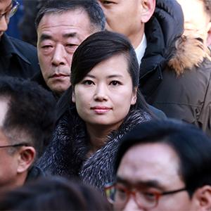 서울역 광장에 나타난 현송월…뜨거운 취재 열기