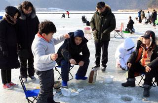 인제빙어축제 27일 개막…트레일 러닝·눈싸움 이색 대회 풍성