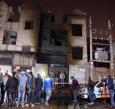 인도 뉴델리 폭죽 공장 화재…17명 사망