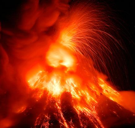 필리핀 마욘 화산 분화…700m 상공으로 용암 분출