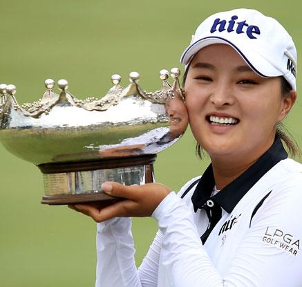 고진영, LPGA 데뷔전서 우승…67년 만에 대기록