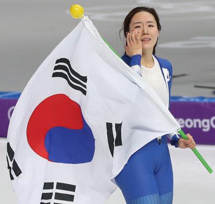 '빙속여제' 이상화, 여자 500m 銀…'3회 연속 메달'