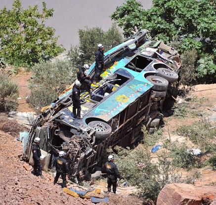 페루 남부서 버스 계곡으로 추락…44명 사망·20명 부상