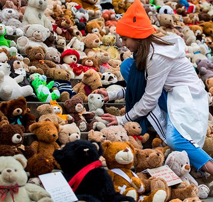 '시리아 친구들 도와주세요!'…테디베어 740개 모은 베를린 아이들