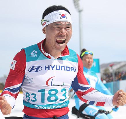 '해냈다' 신의현, 크로스컨트리 7.5km 우승…사상 첫 금메달