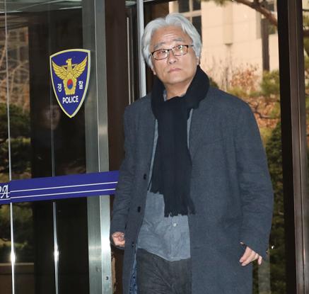 '단원성추행' 이윤택, 이틀연속 경찰 출석