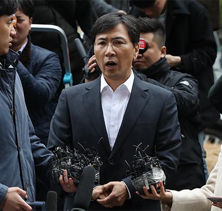 """안희정 검찰 출석··· """"합의에 의한 관계였다고 생각"""""""