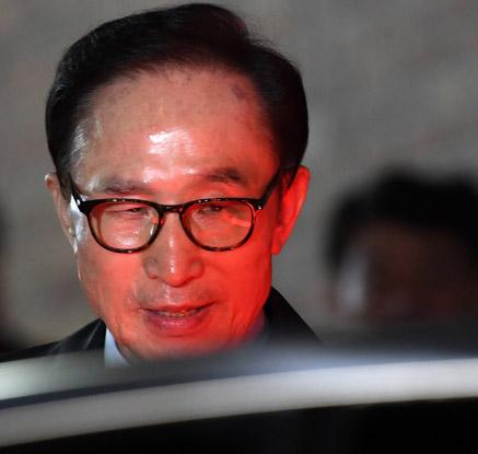 이명박 전 대통령, 서울동부구치소 구속 수감…역대 4번째 불명예
