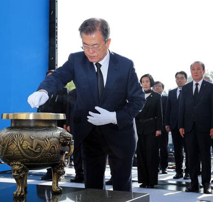 4·19혁명 58주년…文대통령, 국립 4.19 민주묘지 방문