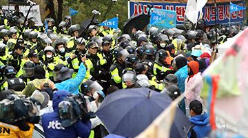 경찰 사드기지 반대단체 집회 해산 시작