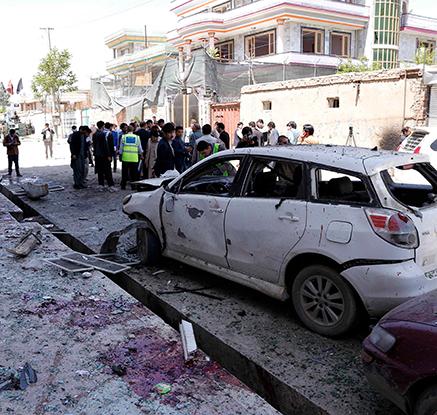 아프간 관공서 폭탄테러로 최소 57명 사망…IS 배후 자처
