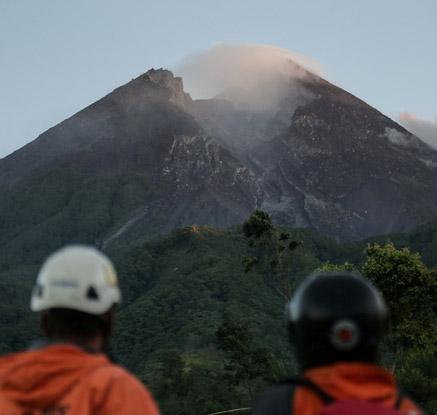 인도네시아 므라피 화산도 재분화…세계 전역서 '부글부글'