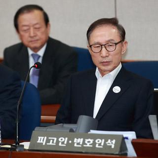 [포토무비] 노무현 서거 9주기에 법정 선 '피고인 이명박'
