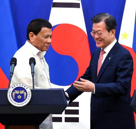 """문 대통령 """"한·필리핀, 핵심파트너"""", 두테르테 """"신남방정책 환영"""""""