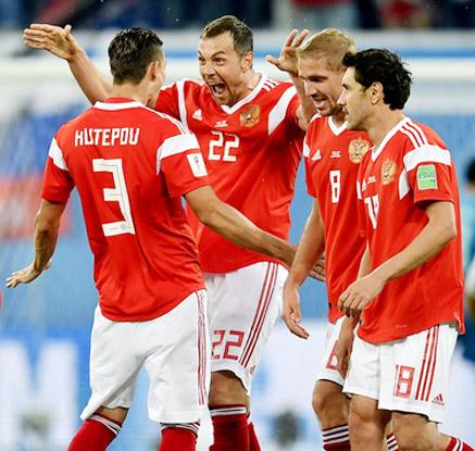 '이집트에 3-1 완승' 기뻐하는 러시아 선수들
