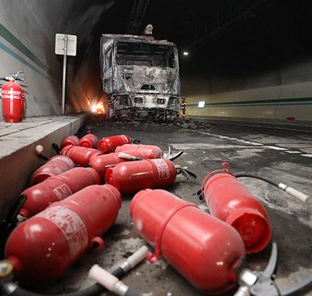 울산∼포항고속도로 터널 차량화재…23명 부상