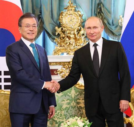 문 대통령-푸틴 세 번째 정상회담…남북러 3각 경제협력 등 논의