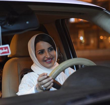 사우디 여성들 '자유의 액셀' 밟다