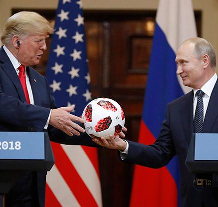 """푸틴, 트럼프에 축구공 선물하며 """"2026년 월드컵 성공 기원"""""""