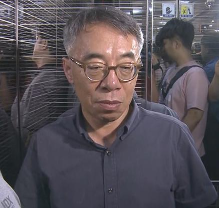 압수수색 중인 자택 나서는 임종헌 전 법원행정처 차장
