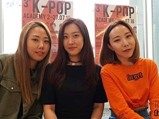 "'K-팝 전도사' 3人 ""그들이 배워가는 건 한국문화 자체였다"""