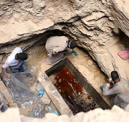 이집트서 2천여년전 대형 석관 발견…무덤 주인은?