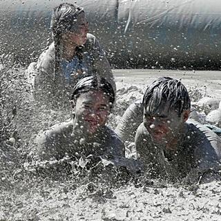 진흙탕에 시원하게 풍덩…보령머드축제 막바지 열기