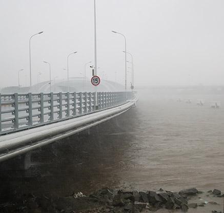 태풍 '암필', 29년만에 상하이 직접 강타