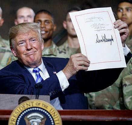 트럼프, '주한미군 감축 제한' 국방수권법안에 서명
