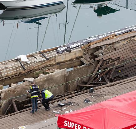스페인 콘서트 중 해변 전망대 붕괴...300여 명 부상