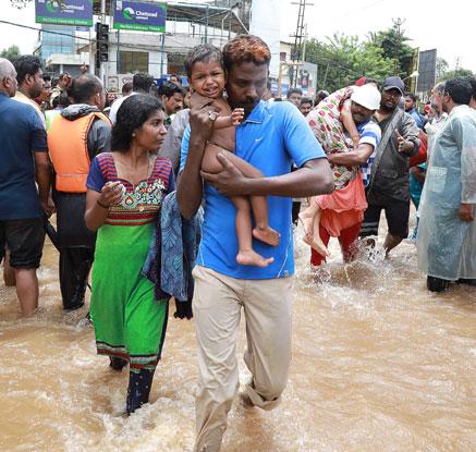인도 남부 ′100년 만의 홍수′로 324명 사망