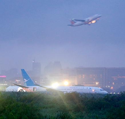 필리핀 마닐라공항서 中여객기 활주로 이탈…국제선 운항 중단