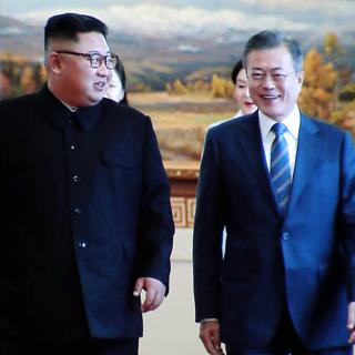 [현장연결] 문 대통령ㆍ김 위원장, 2일차 정상회담 시작…회담장 입장