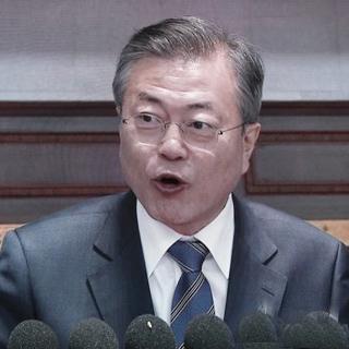 """[풀영상] 문 대통령, 15만 평양관중에 연설…""""평화의 큰 걸음 내딛자"""""""