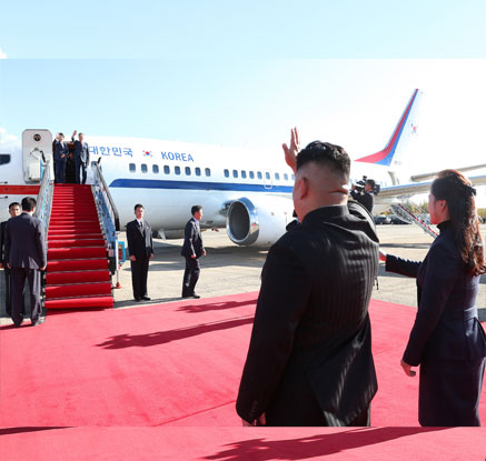 [평양정상회담] 김정은 부부, 떠나는 순간까지 문 대통령 내외 예우