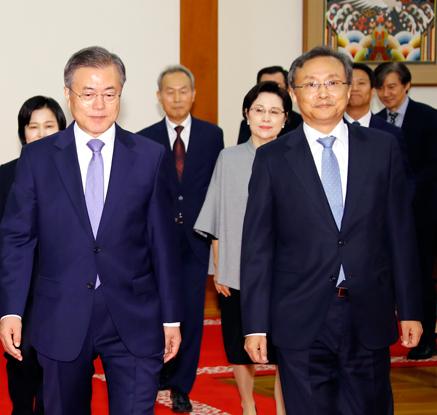문 대통령, 신임 유남석 헌법재판소장, 헌법재판관들과 함께