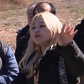 [영상] 가수 알리, 백두산 천지를 무대로 '진도 아리랑' 열창