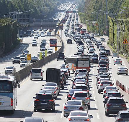 차량 늘어나는 고속도로
